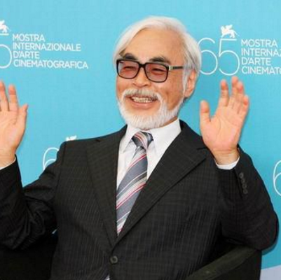 宫崎骏是日本著名的动画师、动画制作人、漫画家、动画导演、动画编剧。1941年出生的宫崎骏在过去的几十年时间里为大家带来了很多经典作品。2014年11月8日荣获第87届奥斯卡金像奖终身成就奖。
