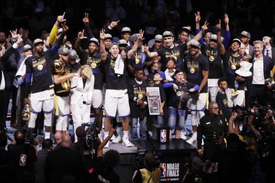 勇士夺冠游行,勇士队夺NBA总冠军,金州勇士队