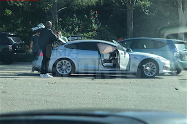 科比遇交通事故