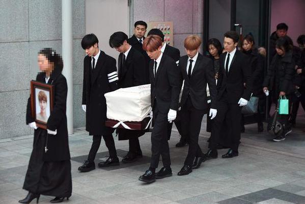 韩国自杀男星出殡,金钟铉,金钟铉出殡