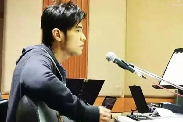 周杰伦教郎朗弹钢琴███,这是什么操作?