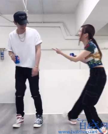 邓紫棋与男友跳舞