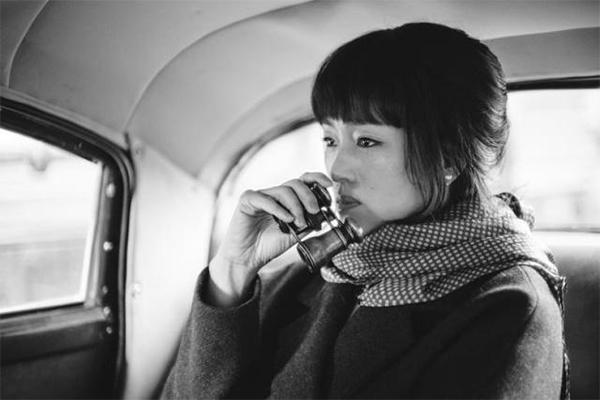 巩俐出席戛纳电影节气场全开,她?#30007;?#30005;影你期待吗?