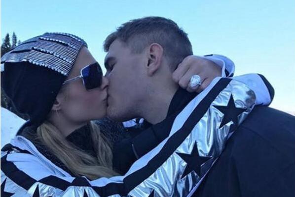 希尔顿被男友求婚 雪地上演浪漫拥吻!!