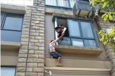杭州小伙被逼婚后要跳楼 称被管了10年受不了了