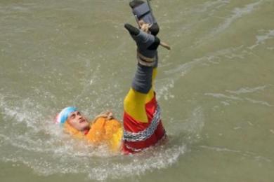 印度魔术师表演时失踪,或因极限脱出失败已在河水中溺亡