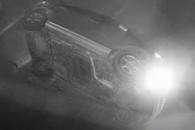 """高空掉下一辆本田吓坏保安,男子酒驾将汽车开下""""悬崖"""""""