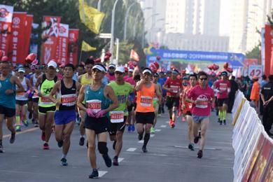 马拉松赛最后一名遭劝退 被拍抖音嘲笑引争议