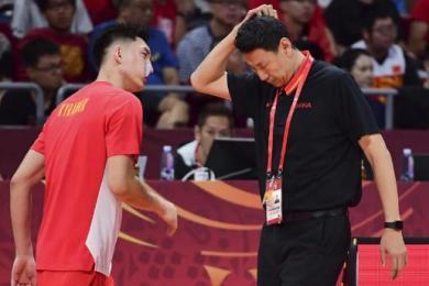 中国男篮59:72委内瑞拉队告别世界杯,现场观众喊李楠下课