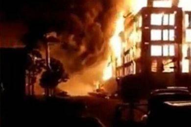 美国骚乱蔓延20城_全美70城爆发抗议白人警官打死黑人事件升级