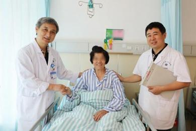 """全国首例5G远程乳腺手术手术成功 她被称为""""5G奶奶"""""""
