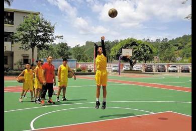 广东独臂篮球少年被库里称赞 独臂少年回应库里:我超喜欢你
