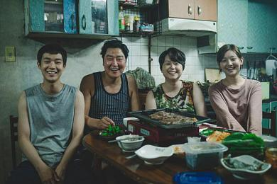 韩国电影《寄生虫》观影人次破千万 和汉江怪物是同一个导演