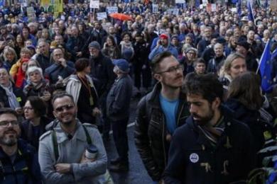 伦敦爆发万人游行,英国脱欧计划进退两难