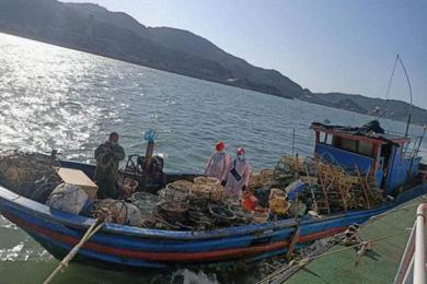 搞事?台当局扣押大陆渔船拘捕4人 扣押理由太老套