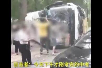 安徽一满载考生客车与轿车相撞,37人受伤暂无人员有生命危险